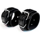 Черные наручники из лаковой кожи