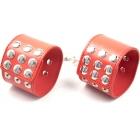 Широкие красные наручники на кнопках